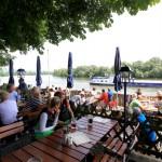 """Der Panorama-Ausblick auf den zweitlängsten Strom Europas, die Donau, vom Biergarten und der Gaststube des """"Mühlhamer Kellers"""" aus könnte nicht schöner sein. - Foto: E. Binder"""