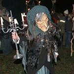 Die Hexe schlich durch die Menge (Fotos: Moosmüller und Regensperger)